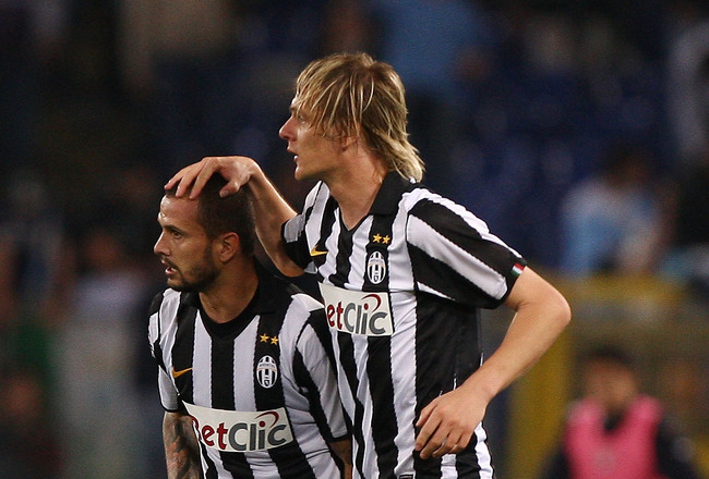 ROME, ITALY - MAY 02:  Simone Pepe (L) with his teammate Milos Krasic of  Juventus FC celebrates after scoring the opening goal during the Serie A match between SS Lazio and Juventus FC at Stadio Olimpico on May 2, 2011 in Rome, Italy.  (Photo by Paolo Br