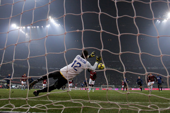 MILAN, ITALY - JANUARY 24:  Julio Cesar of Inter saves a penalty from Ronaldhino of Milan during the Serie A match between Inter Milan and AC Milan at Stadio Giuseppe Meazza on January 24, 2010 in Milan, Italy.  (Photo by Michael Steele/Getty Images)