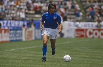 PEUBLA - JUNE 5:  Bruno Conti of Italy runs with the ball during the FIFA World Cup 1986 Group A match between Argentina and Italy held on June 5, 1986 at the Cuauhtemoc Stadium in Peubla, Mexico. The match ended in a 1-1 draw. (Photo by David Cannon/Gett