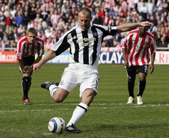 SUNDERLAND, UNITED KINGDOM - APRIL 17:  Newcastle captain Alan Shearer scores the second goal during the Barclays Premiership match between Sunderland and Newcastle United at The Stadium of Light on April 17 2006 in Sunderland, England  (Photo by Stu Fors