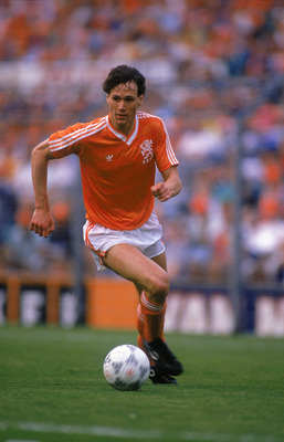 29 Apr 1987:  Marco Van Basten of Holland in action during the European Championship Qualifier against Hungary. Holland won the game 2-0. \ Mandatory Credit: Dave Cannon /Allsport
