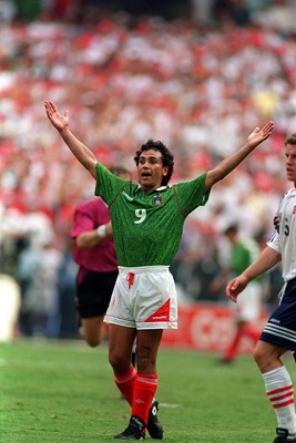 19 JUN 1994:  AN ANIMATED HUGO SANCHEZ OF MEXICO DURING NORWAY'S 1-0 VICTORY OVER MEXICO IN THE 1994 WORLD CUP GAME AT RFK STADIUM IN WASHINGTON D.C. Mandatory Credit: Simon Bruty/ALLSPORT