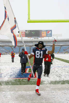 ORCHARD PARK, NY - JANUARY 03: Terrell Owens #81 of the Buffalo Bills runs off the field with a Bills flag after the Bills defeated the Indianapolis Colts at Ralph Wilson Stadium on January 3, 2010 in Orchard Park, New York. Buffalo won 30-7. (Photo by Ri