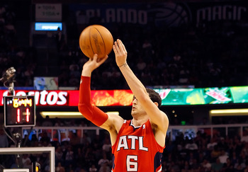 ORLANDO, FL - APRIL 19:  Kirk Hinrich #6 of the Atlanta Hawks shoots against the Orlando Magic during Game Two of the Eastern Conference Quarterfinals of the 2011 NBA Playoffs on April 19, 2011 at the Amway Arena in Orlando, Florida.  NOTE TO USER: User e