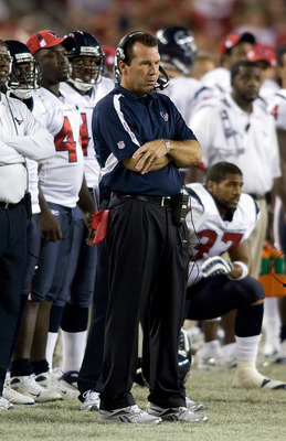TAMPA, FL - SEPTEMBER 04:  Head coach Gary Kubiak of the Houston Texans directs his team against the Tampa Bay Buccaneers during a preseason game at Raymond James Stadium on September 4, 2009 in Tampa, Florida.  (Photo by J. Meric/Getty Images)