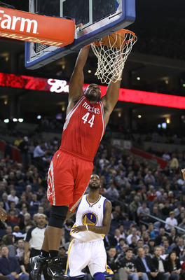 OAKLAND, CA - DECEMBER 20:  Chuck Hayes #44 of the Houston Rockets in action against the Golden State Warriors at Oracle Arena on December 20, 2010 in Oakland, California. NOTE TO USER: User expressly acknowledges and agrees that, by downloading and or us