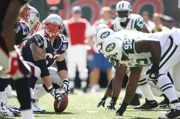 EAST RUTHERFORD, NJ - SEPTEMBER 20:  Dan Koppen #67 of the New England Patriots prepares to snap against the New York Jets at Giants Stadium on September 20, 2009 in East Rutherford, New Jersey.  (Photo by Nick Laham/Getty Images)