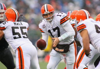 ORCHARD PARK, NY - DECEMBER 12:  Jake Delhomme #17 of the Cleveland Browns readies to hand off to Peyton Hillis #40  against the Buffalo Bills  at Ralph Wilson Stadium on December 12, 2010 in Orchard Park, New York.  (Photo by Rick Stewart/Getty Images)