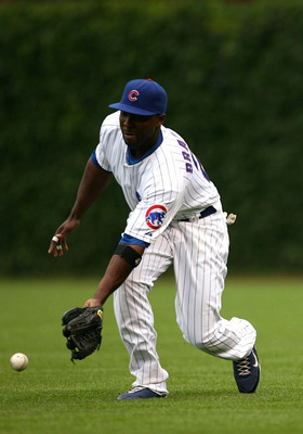 CHICAGO - AUGUST 28:  Right fielder Milton Bradley #21 of the Chicago Cubs in the outfield during the game against the New Yorks Mets at Wrigley Field on August 28, 2009 in Chicago, Illinois. (Photo by Jonathan Daniel/Getty Images)