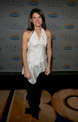 NEW YORK - NOVEMBER 29:  Member of the gold medal winning U.S. Women's National Team at the 1996 Olympic Games, Mia Hamm,  attends the HBO Sports Premiere of 'Dare to Dream' at Loews Cineplex E-Walk Theater 12 November 29, 2005 in New York City.  (Photo b