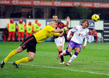 MILAN, ITALY - NOVEMBER 20:  Christian Abbiati of AC Milan and Alessio Cerci of ACF Fiorentina compete for the ball during the Serie A match between Milan and Fiorentina at Stadio Giuseppe Meazza on November 20, 2010 in Milan, Italy.  (Photo by Claudio Vi