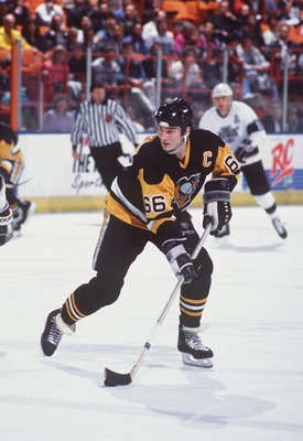 MARIO LEMIEUX OF PITTSBURGH CONTROLS THE PUCK DURING THE PENGUINS GAME VERSUS THE LOS ANGELES KINGS AT THE GREAT WESTERN FORUM IN INGLEWOOD, CALIFORNIA.