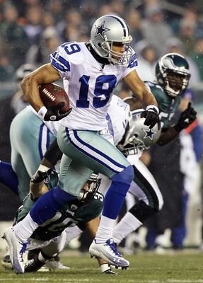 PHILADELPHIA, PA - JANUARY 02:  Miles Austin #19 of the Dallas Cowboys runs the ball against the Philadelphia Eagles on January 2, 2011 at Lincoln Financial Field in Philadelphia, Pennsylvania.  (Photo by Jim McIsaac/Getty Images)
