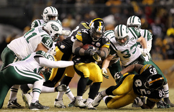 PITTSBURGH, PA - JANUARY 23:  Rashard Mendenhall #34 of the Pittsburgh Steelers is tackled by the New York Jets during the 2011 AFC Championship game at Heinz Field on January 23, 2011 in Pittsburgh, Pennsylvania.  (Photo by Ronald Martinez/Getty Images)