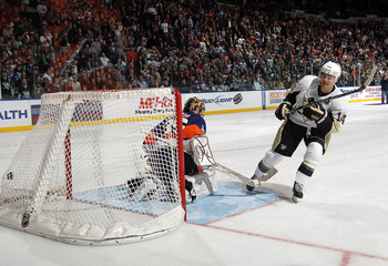 UNIONDALE, NY - APRIL 08: Chris Kunitz #14 of the Pittsburgh Penguins scores in the shootout to defeat Al Montoya #35 and the New York Islanders 4-3 at the Nassau Coliseum on April 8, 2011 in Uniondale, New York. (Photo by Bruce Bennett/Getty Images)
