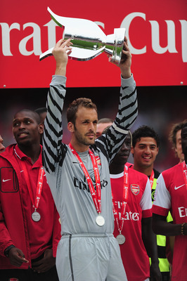 LONDON, ENGLAND - AUGUST 01:  Captain Manuel Almunia of Arsenal lifts the winners' trophy after the Emirates Cup match between Arsenal and Celtic  at Emirates Stadium on August 1, 2010 in London, England.  (Photo by Mike Hewitt/Getty Images)