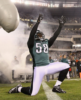 Trent Cole is a great defensive end for the Eagles.