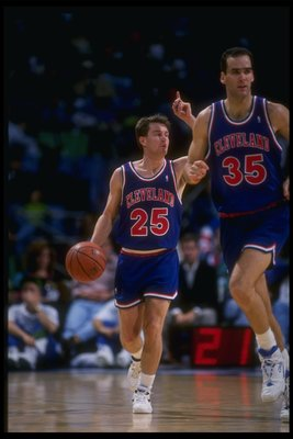 21 Nov 1992:  Guard Mark Price of the Cleveland Cavaliers moves the ball during a game. Mandatory Credit: Layne Murdoch  /Allsport