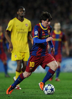 BARCELONA, SPAIN - MARCH 08:  Lionel Messi of Barcelona controls the ball during the UEFA Champions League round of 16 second leg match between Barcelona and Arsenal on March 8, 2011 in Barcelona, Spain.  (Photo by Jasper Juinen/Getty Images)