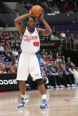 LOS ANGELES - DECEMBER 6:   Elton Brand #42 of the Los Angeles Clippers controls the ball against the Charlotte Bobcats during the game on December 6, 2004 at Staples Center in Los Angeles, California.  The Clippers won 99-93 in overtime. NOTE TO USER: Us