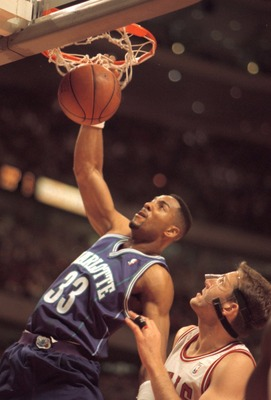 2 MAY 1995:  CHARLOTTE HORNET FORWARD ALONZO MOURNING #33 SLAMS TWO DOWN OVER CHICAGO BULLS WILL PERDUE DURING FIRST QUARTER ACTION OF THEIR FIRST ROUND NBA PLAYOFF GAME AT THE UNITED CENTER IN CHICAGO, ILLINOIS.  Mandatory Credit: Jonathan Daniel/ALLSPOR