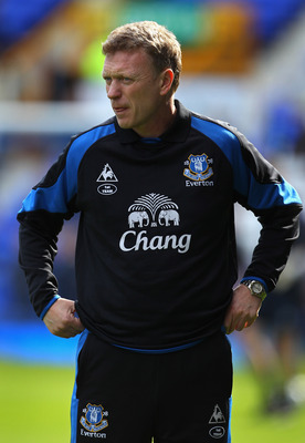 LIVERPOOL, ENGLAND - APRIL 02:  David Moyes the manager of Everton looks on prior to the Barclays Premier League match between Everton and Aston Villa at Goodison Park on April 2, 2011 in Liverpool, England.  (Photo by Alex Livesey/Getty Images)