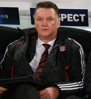 ROME - NOVEMBER 23: Louis Van Gaal the coach of FC Bayern Muenchen looks on during the UEFA Champions League Group E match between AS Roma and FC Bayern Muenchen at Stadio Olimpico on November 23, 2010 in Rome, Italy.  (Photo by Paolo Bruno/Getty Images)