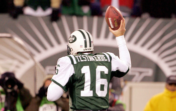 EAST RUTHERFORD, NJ - DECEMBER 26:  Vinny Testaverde #16 of the New York Jets runs off the field holding the ball he threw for a touchdown to teammate Laveranues Coles against the New England Patriots on December 26, 2005 at Giants Stadium in East Rutherf