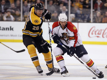 BOSTON, MA - JANUARY 26:  Blake Wheeler #26 of the Boston Bruins tries to get the puck from Stephen Weiss #9 of Florida Panthers on January 26, 2011 at the TD Garden in Boston, Massachusetts. The Bruins defeated the Panthers 2-1.  (Photo by Elsa/Getty Ima