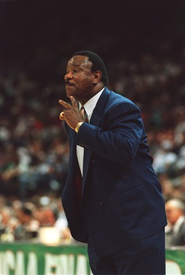 4 APR 1994:  NOLAN RICHARDSON, HEAD COACH OF THE ARKANSAS RAZORBACKS ON THE SIDELINES DURING THE 76-72 WIN OVER THE DUKE BLUEDEVILS IN THE NCAA FINAL AT CHARLOTTE, NORTH CAROLINA. Mandatory Credit: Doug Pensinger/ALLSPORT
