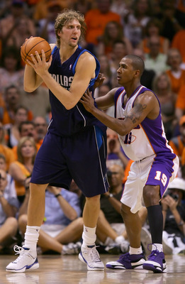PHOENIX - JUNE 03:  Dirk Nowitzki #41 of the Dallas Mavericks looks to pass over Raja Bell #19 of the Phoenix Suns in game six of the Western Conference Finals during the 2006 NBA Playoffs on June 3, 2006 at US Airways Center in Phoenix, Arizona.  The Mav