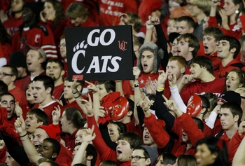 CINCINNATI - NOVEMBER 13:  Fans of the Cincinnati Bearcats cheer on their team at the start of the game against the West Virginia Mountaineers at Nippert Stadium on November 13, 2009 in Cincinnati, Ohio.  (Photo by Andy Lyons/Getty Images)