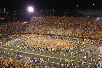 COLUMBIA, MISSOURI - OCTOBER 23: Missouri Tigers fans swarm the field after upsetting the Oklahoma Sooners at Faurot Field/Memorial Stadium on October 23, 2010 in Columbia, Missouri.  The Tigers beat the Sooners 36-27.  (Photo by Dilip Vishwanat/Getty Ima