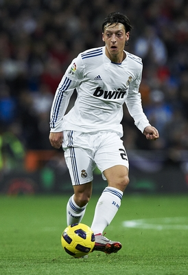 MADRID, SPAIN - NOVEMBER 20:  Mesut ?zil of Real Madrid in action during the La Liga match between Real Madrid and Athletic Bilbao at Estadio Santiago Bernabeu on November 20, 2010 in Madrid, Spain. Real Madrid won 5-1.  (Photo by Manuel Queimadelos Alons