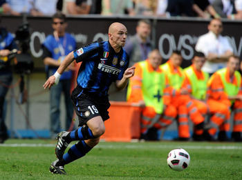 MILAN, ITALY - MAY 08:  Esteban Cambiasso of FC Inter Milan in action during the Serie A match between FC Internazionale Milano and ACF Fiorentina at Stadio Giuseppe Meazza on May 8, 2011 in Milan, Italy.  (Photo by Claudio Villa/Getty Images)