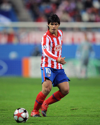 MADRID, SPAIN - DECEMBER 08:  Sergio Aguero of Atletico Madrid passes the ball during the UEFA Champions League Group D match between Atletico Madrid and FC Porto at the Vicente Calderon stadium on December 8, 2009 in Madrid, Spain.  (Photo by Denis Doyle