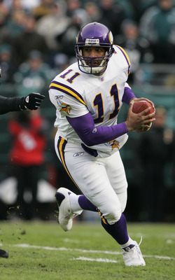 PHILADELPHIA - JANUARY 16:  Quarterback Daunte Culpepper #11 of the Minnesota Vikings scrambles against the Philadelphia Eagles in an NFC divisional playoff game at Lincoln Financial Field on January 16, 2005 in Philadelphia, Pennsylvania. The Eagles defe