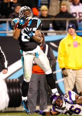 CHARLOTTE, NC - DECEMBER 20:  Steve Smith #89 of the Carolina Panthers pulls in a touchdown reception against Antoine Winfield #26 of the Minnesota Vikings at Bank of America Stadium on December 20, 2009 in Charlotte, North Carolina.  (Photo by Kevin C. C