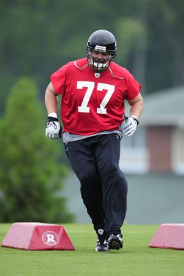 FLOWERY BRANCH, GA - MAY 9: Offensive tackle Tyson Clabo #77 of the Atlanta Falcons works out during minicamp at the Falcons Complex on May 9, 2009 in Flowery Branch, Georgia. (Paul Abell/Getty Images)