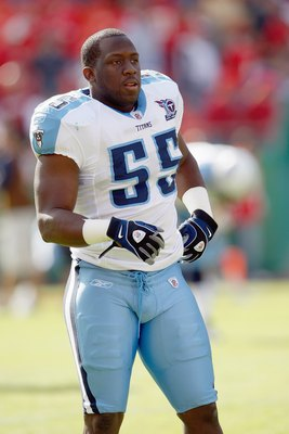 KANSAS CITY - OCTOBER 19:   Stephen Tulloch #55 of the Tennessee Titans warms- up on the field before the game against the Kansas City Chiefs at Arrowhead Stadium on October 19, 2008 in Kansas City, Missouri. (Photo by: Jamie Squire/Getty Images)