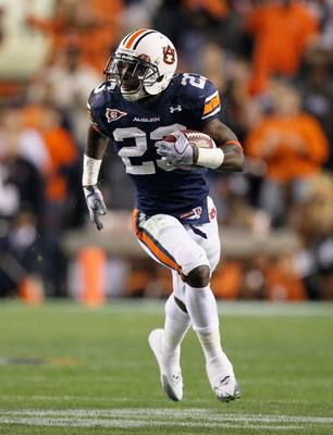 AUBURN, AL - NOVEMBER 13:  Onterio McCalebb #23 of the Auburn Tigers against the Georgia Bulldogs at Jordan-Hare Stadium on November 13, 2010 in Auburn, Alabama.  (Photo by Kevin C. Cox/Getty Images)