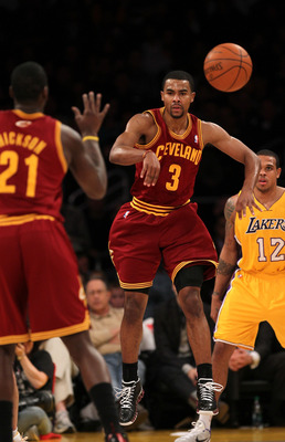 LOS ANGELES, CA - JANUARY 11:  Ramon Sessions #3 of the Cleveland Cavaliers throws a pass to J.J. Hickson #21 in the game against the Los Angeles Lakers at Staples Center on January 11, 2011 in Los Angeles, California.   NOTE TO USER: User expressly ackno