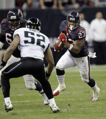 HOUSTON - JANUARY 02:  Running back Arian Foster #23 of the Houston Texans rushes past linebacker Daryl Smith #52 of the Jacksonville Jaguars and  Terrance Knighton #96 at Reliant Stadium on January 2, 2011 in Houston, Texas.  (Photo by Bob Levey/Getty Im
