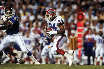 TAMPA, FL - JANUARY 27:  Running back Thurman Thomas #34 of the Buffalo Bills hustles for yards in Super Bowl XXV against the New York Giants at Tampa Stadium on January 27, 1991 in Tampa, Florida.  The Giants won 20-19.  (Photo by George Rose/Getty Image
