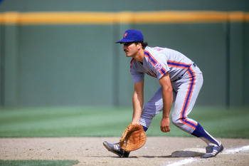 SAN DIEGO - 1986:  First baseman Keith Hernandez #17 of the New York Mets fields a grounder during a 1986 game against the San Diego Padres at Jack Murphy Stadium in San Diego, California.  (Photo by Stephen Dunn/Getty Images)