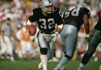 23 Mar 1997: Running back Marcus Allen of the Los Angeles Raiders in action during a game against the Phoenix Cardinals at the Memorial Coliseum in Los Angeles, California. The Raiders won the game, 16-14.