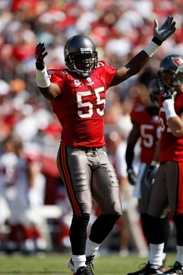 TAMPA, FL - NOVEMBER 04: Linebacker Derrick Brooks #55 of the Tampa Bay Buccaneers celebrates a play against the Arizona Cardinals at Raymond James Stadium on November 4, 2007 in Tampa, Florida. Tampa Bay won 17-10.  (Photo by Allen Kee/Getty Images)
