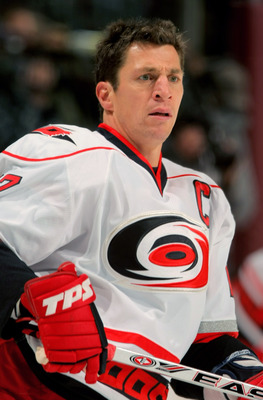 DENVER - OCTOBER 23:  Rod Brind'Amour #17 of the Carolina Hurricanes warms up prior to facing the Colorado Avalanche during NHL action on October 23, 2009 at the Pepsi Center in Denver, Colorado.  (Photo by Doug Pensinger/Getty Images)