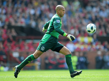 MANCHESTER, ENGLAND - APRIL 23:  Goalkeeper Tim Howard of Everton kicks from the hand during the Barclays Premier League match between Manchester United and Everton at Old Trafford on April 23, 2011 in Manchester, England.  (Photo by Shaun Botterill/Getty