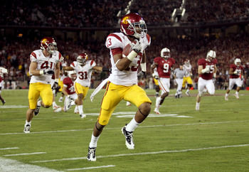 PALO ALTO, CA - OCTOBER 09:  Robert Woods #13 of the USC Trojans runs the ball in for a touchdown against the Stanford Cardinal at Stanford Stadium on October 9, 2010 in Palo Alto, California.  (Photo by Ezra Shaw/Getty Images)
